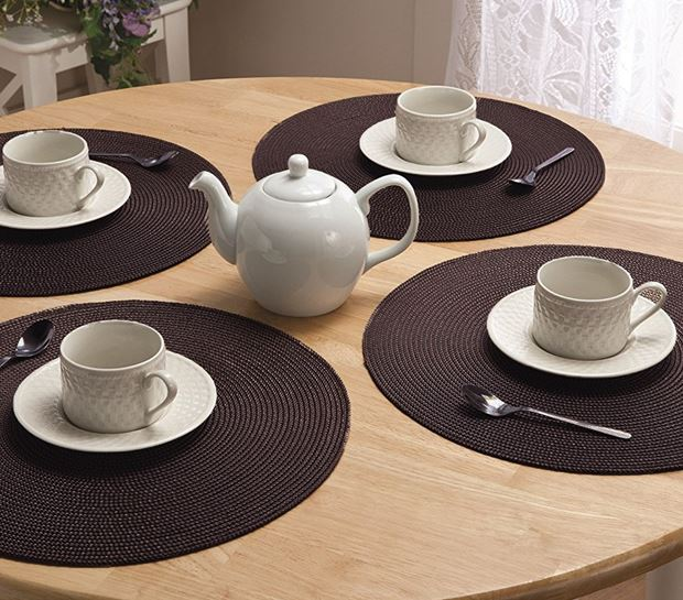 how to set round placemats on round dining table