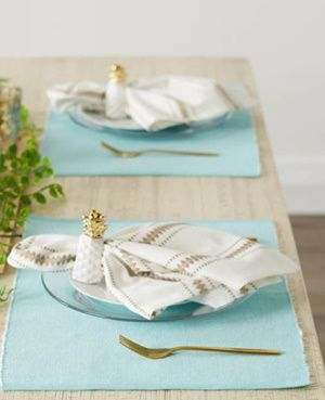 using table cloth with placemat