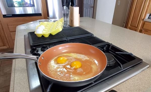 Making Omelette on Michelangelo Toxic-Free Nonstick Pan